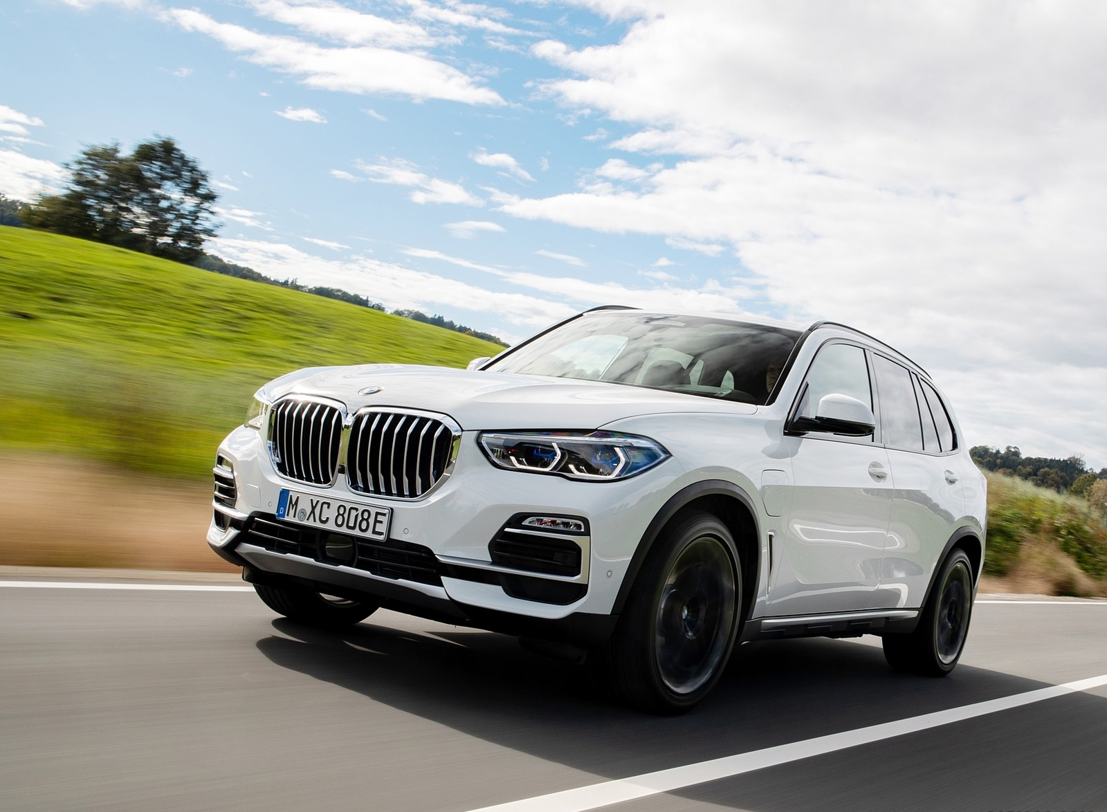 2019 BMW X5 xDrive45e iPerformance Front Three-Quarter Wallpapers (4)