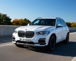 2019 BMW X5 xDrive45e iPerformance Front Three-Quarter Wallpapers 150x120 (1)