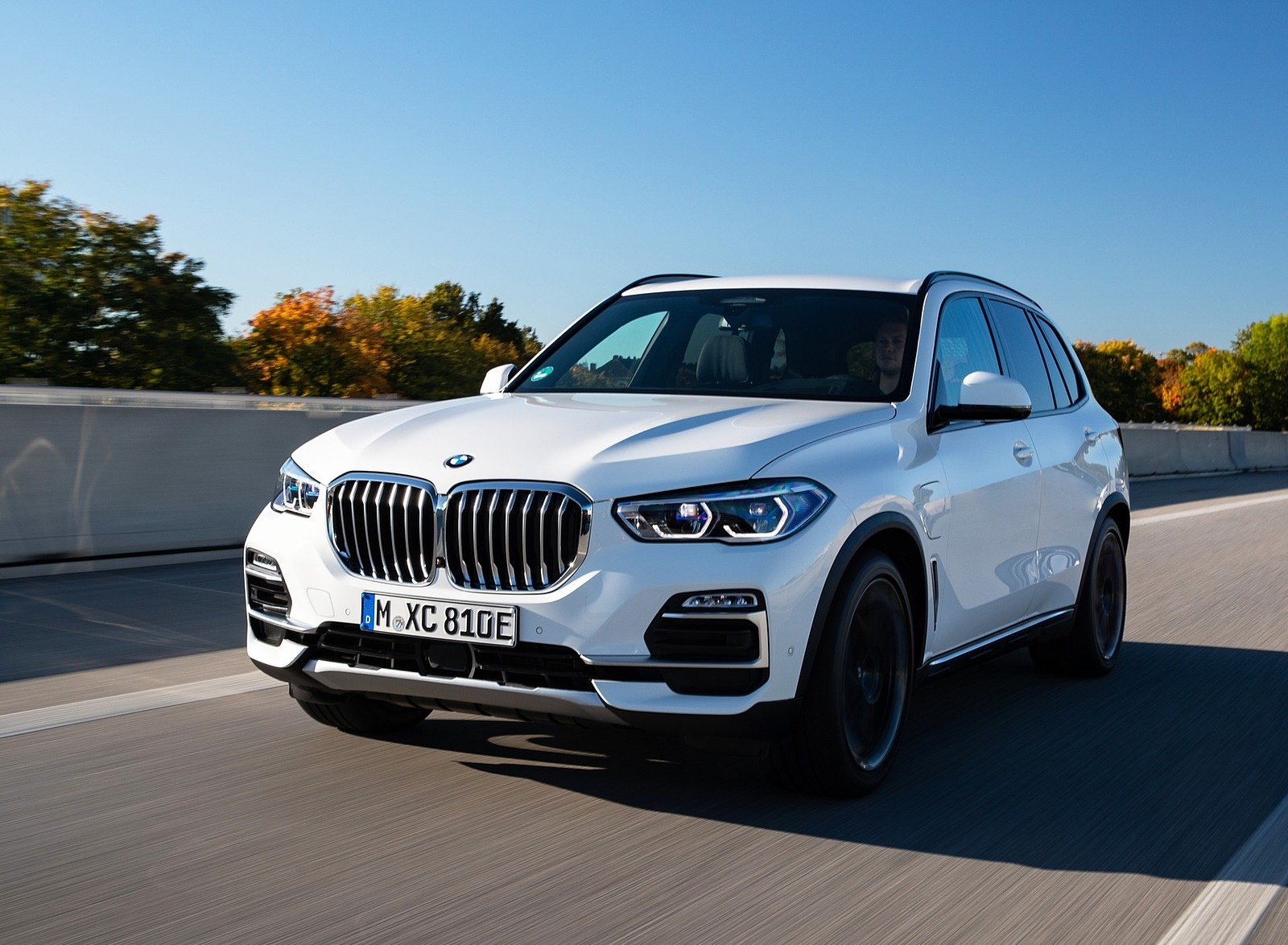 2019 BMW X5 xDrive45e iPerformance Front Three-Quarter Wallpapers (1)