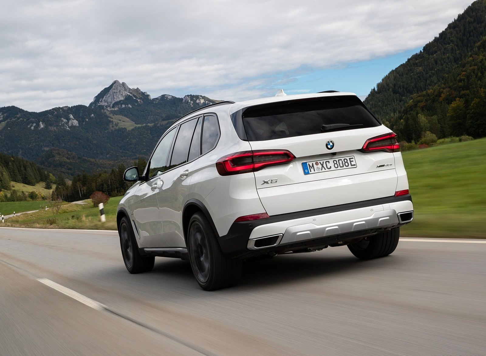 2019 BMW X5 xDrive45e iPerformance Rear Three-Quarter Wallpapers (8)