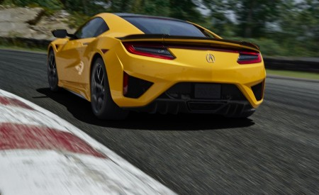 2020 Acura NSX (Color: Indy Yellow Pearl) Rear Three-Quarter Wallpapers 450x275 (6)
