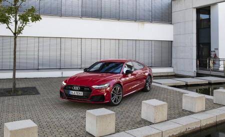 2020 Audi A7 Sportback 55 TFSI e quattro Plug-In Hybrid (Color: Tango Red) Front Three-Quarter Wallpapers 450x275 (25)