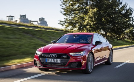 2020 Audi A7 Sportback 55 TFSI e quattro Plug-In Hybrid (Color: Tango Red) Front Three-Quarter Wallpapers 450x275 (11)