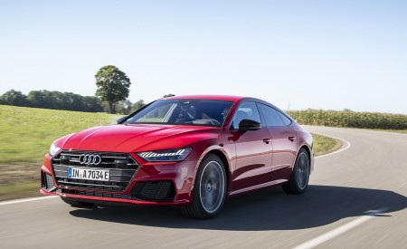 2020 Audi A7 Sportback 55 TFSI e quattro Plug-In Hybrid (Color: Tango Red) Front Three-Quarter Wallpapers 450x275 (2)