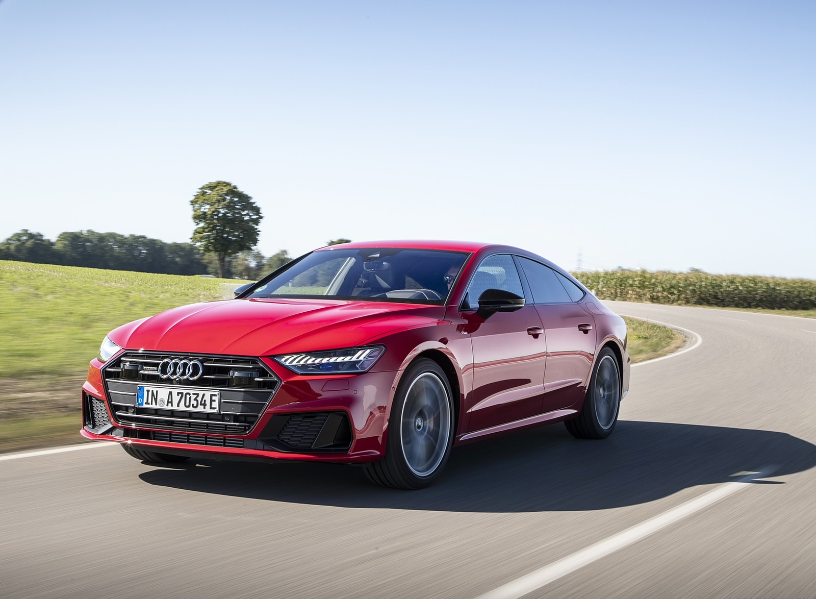 2020 Audi A7 Sportback 55 TFSI e quattro Plug-In Hybrid (Color: Tango Red) Front Three-Quarter Wallpapers (2)