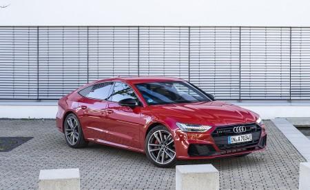 2020 Audi A7 Sportback 55 TFSI e quattro Plug-In Hybrid (Color: Tango Red) Front Three-Quarter Wallpapers 450x275 (26)