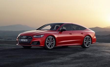 2020 Audi A7 Sportback 55 TFSI e quattro (Plug-In Hybrid Color: Tango Red) Front Three-Quarter Wallpapers 450x275 (68)