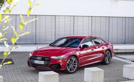 2020 Audi A7 Sportback 55 TFSI e quattro Plug-In Hybrid (Color: Tango Red) Front Three-Quarter Wallpapers 450x275 (27)