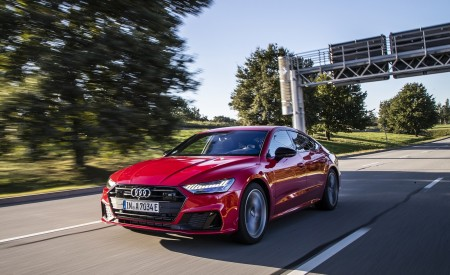 2020 Audi A7 Sportback 55 TFSI e quattro Plug-In Hybrid (Color: Tango Red) Front Three-Quarter Wallpapers 450x275 (13)