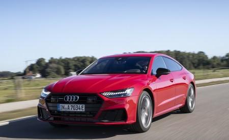 2020 Audi A7 Sportback 55 TFSI e quattro Plug-In Hybrid (Color: Tango Red) Front Three-Quarter Wallpapers 450x275 (4)