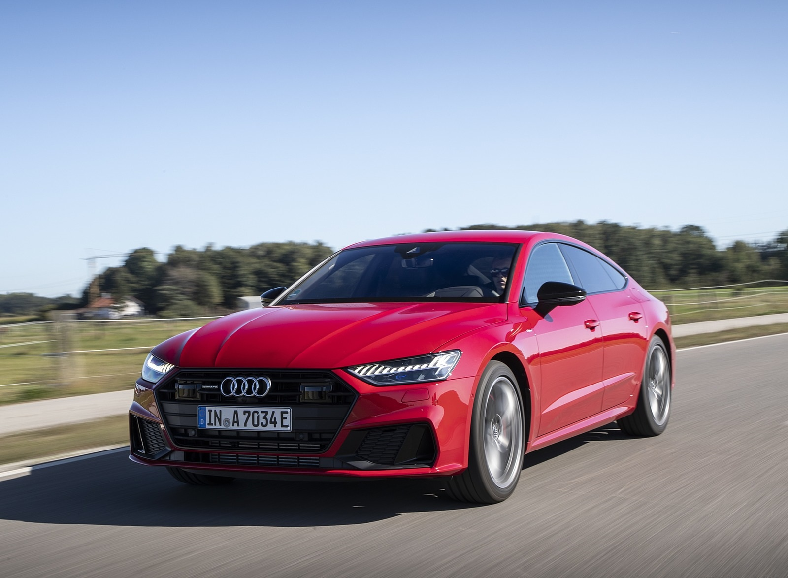 2020 Audi A7 Sportback 55 TFSI e quattro Plug-In Hybrid (Color: Tango Red) Front Three-Quarter Wallpapers (4)