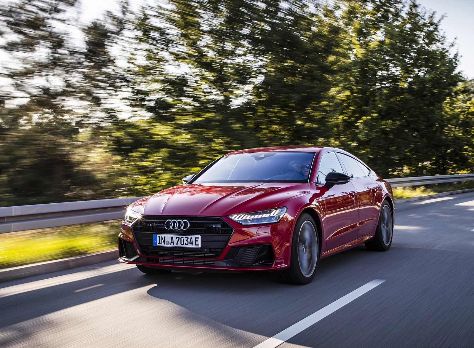 2020 Audi A7 Sportback 55 TFSI e quattro Plug-In Hybrid (Color: Tango Red) Front Three-Quarter Wallpapers (14)
