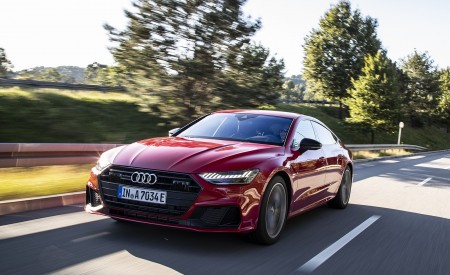 2020 Audi A7 Sportback 55 TFSI e quattro Plug-In Hybrid (Color: Tango Red) Front Three-Quarter Wallpapers 450x275 (15)