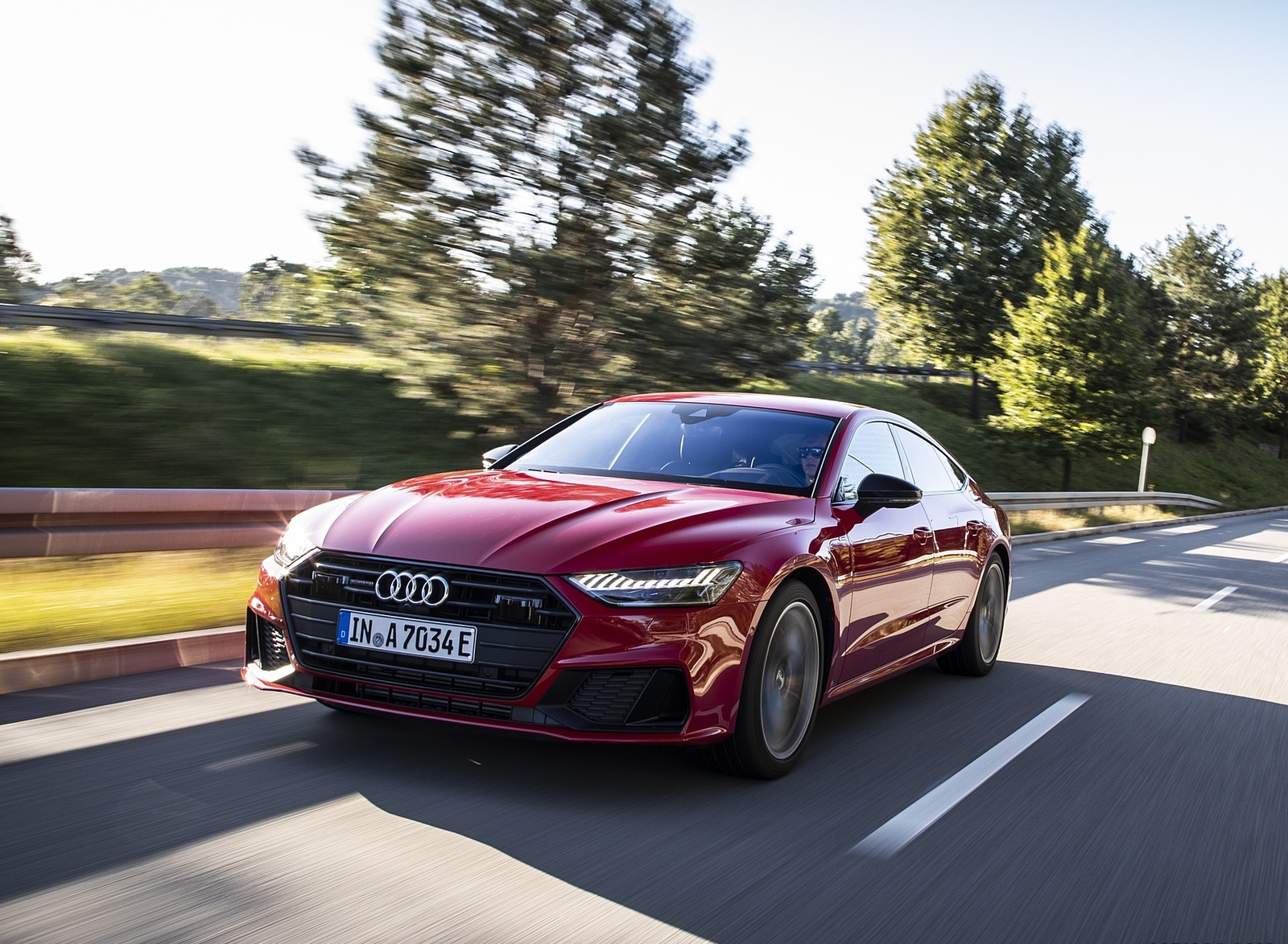 2020 Audi A7 Sportback 55 TFSI e quattro Plug-In Hybrid (Color: Tango Red) Front Three-Quarter Wallpapers (15)