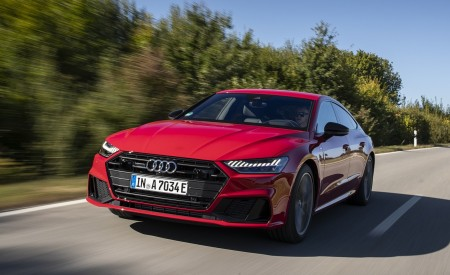 2020 Audi A7 Sportback 55 TFSI e quattro Plug-In Hybrid (Color: Tango Red) Front Three-Quarter Wallpapers 450x275 (5)