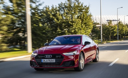 2020 Audi A7 Sportback 55 TFSI e quattro Plug-In Hybrid (Color: Tango Red) Front Wallpapers 450x275 (17)