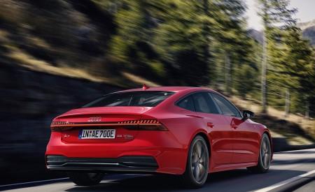 2020 Audi A7 Sportback 55 TFSI e quattro (Plug-In Hybrid Color: Tango Red) Rear Three-Quarter Wallpapers 450x275 (61)