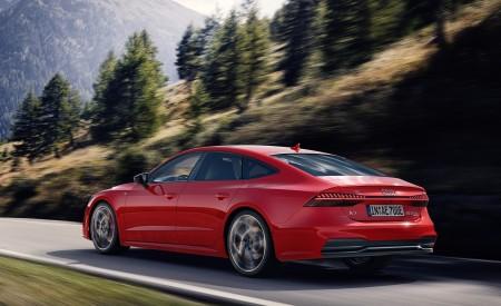 2020 Audi A7 Sportback 55 TFSI e quattro (Plug-In Hybrid Color: Tango Red) Rear Three-Quarter Wallpapers 450x275 (62)