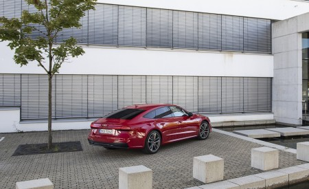 2020 Audi A7 Sportback 55 TFSI e quattro Plug-In Hybrid (Color: Tango Red) Rear Three-Quarter Wallpapers 450x275 (31)