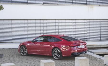 2020 Audi A7 Sportback 55 TFSI e quattro Plug-In Hybrid (Color: Tango Red) Rear Three-Quarter Wallpapers 450x275 (32)