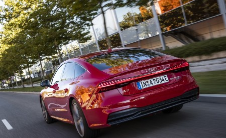 2020 Audi A7 Sportback 55 TFSI e quattro Plug-In Hybrid (Color: Tango Red) Rear Three-Quarter Wallpapers 450x275 (19)