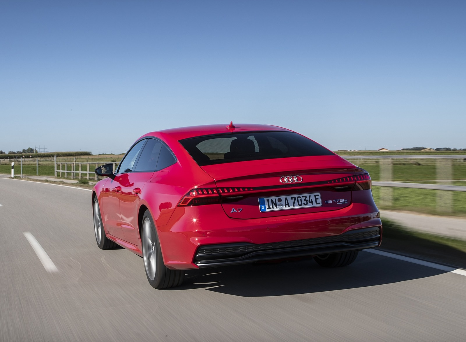 2020 Audi A7 Sportback 55 TFSI e quattro Plug-In Hybrid (Color: Tango Red) Rear Wallpapers (7)