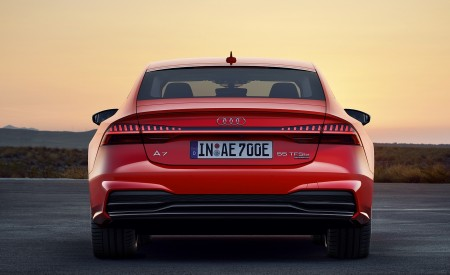 2020 Audi A7 Sportback 55 TFSI e quattro (Plug-In Hybrid Color: Tango Red) Rear Wallpapers 450x275 (72)