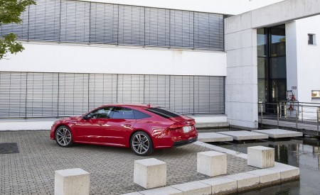 2020 Audi A7 Sportback 55 TFSI e quattro Plug-In Hybrid (Color: Tango Red) Side Wallpapers 450x275 (38)