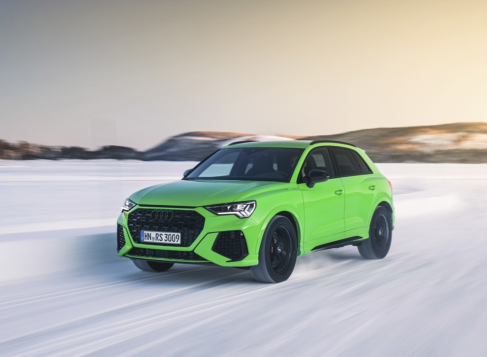 2020 Audi RS Q3 (Color: Kyalami Green) Front Three-Quarter Wallpapers #24 of 116