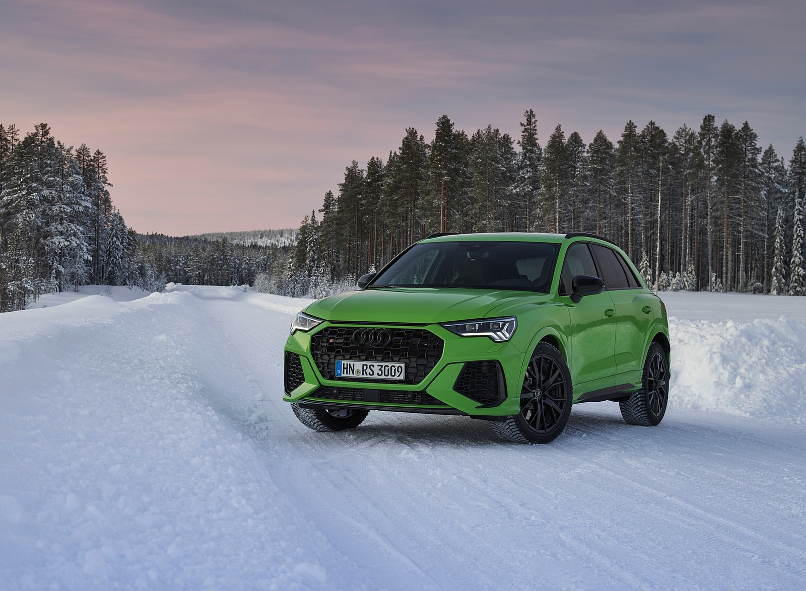 2020 Audi RS Q3 (Color: Kyalami Green) Front Three-Quarter Wallpapers #32 of 116