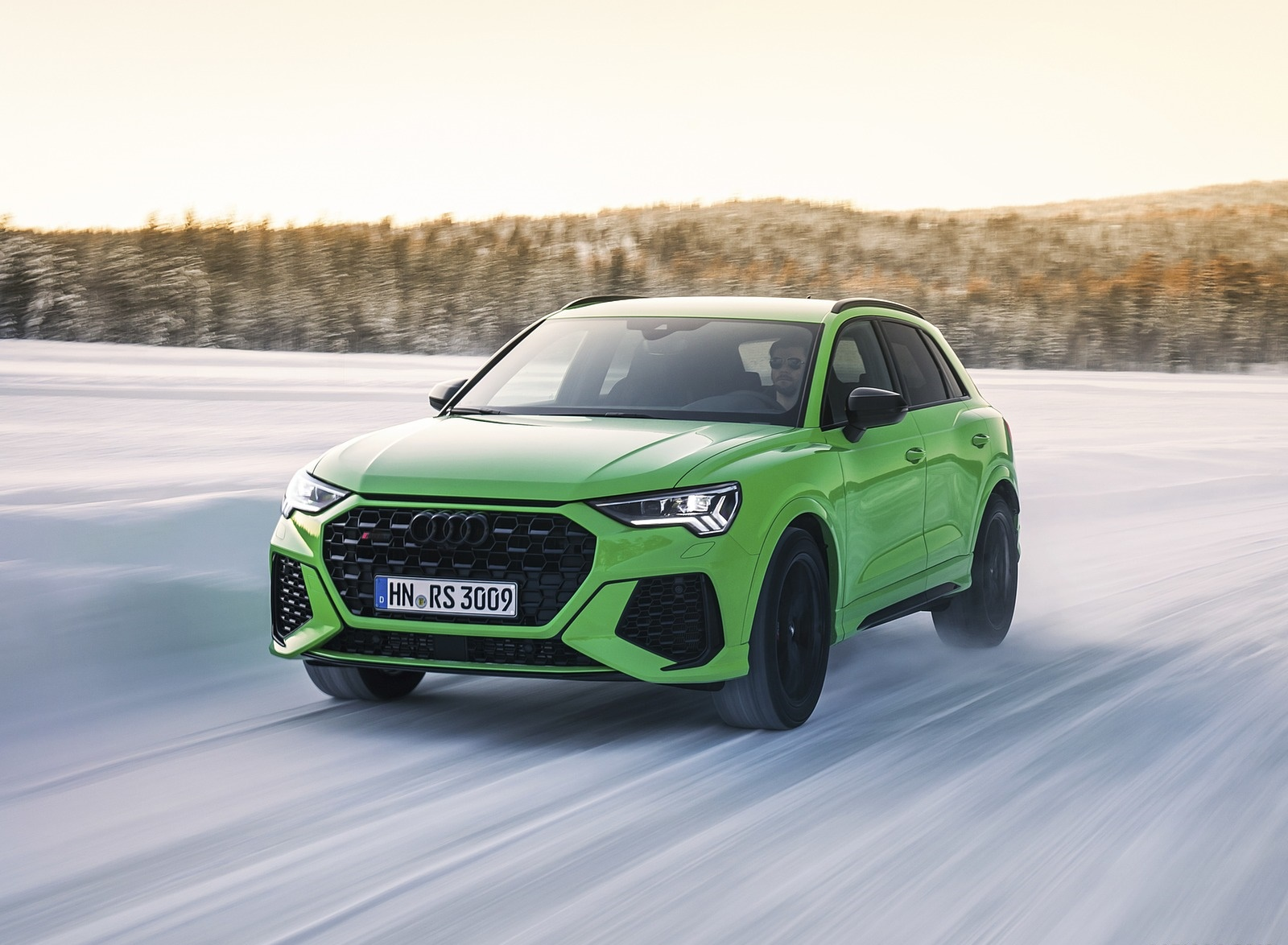 2020 Audi RS Q3 (Color: Kyalami Green) Front Three-Quarter Wallpapers #27 of 116