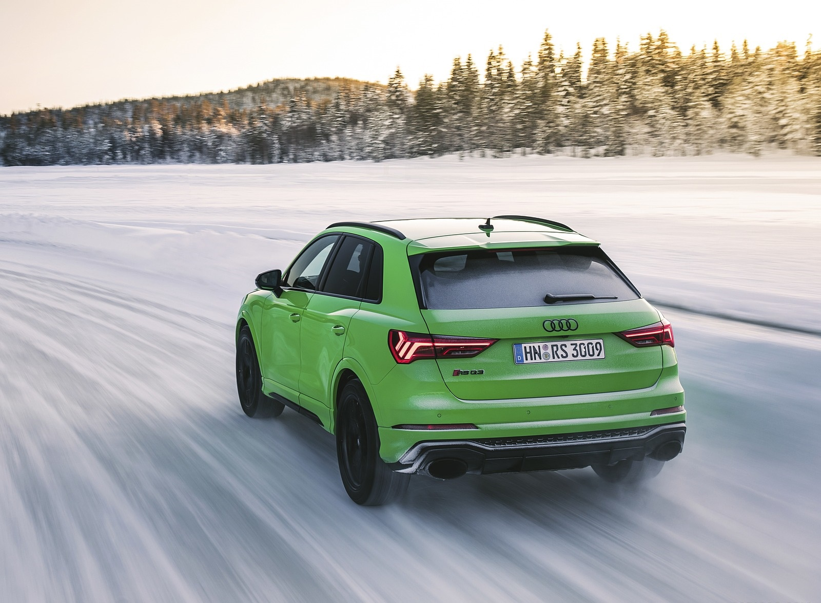 2020 Audi RS Q3 (Color: Kyalami Green) Rear Three-Quarter Wallpapers #30 of 116