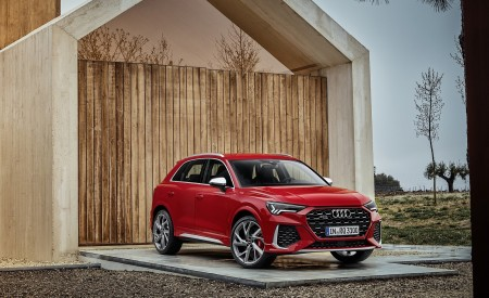 2020 Audi RS Q3 (Color: Tango Red) Front Three-Quarter Wallpapers 450x275 (57)
