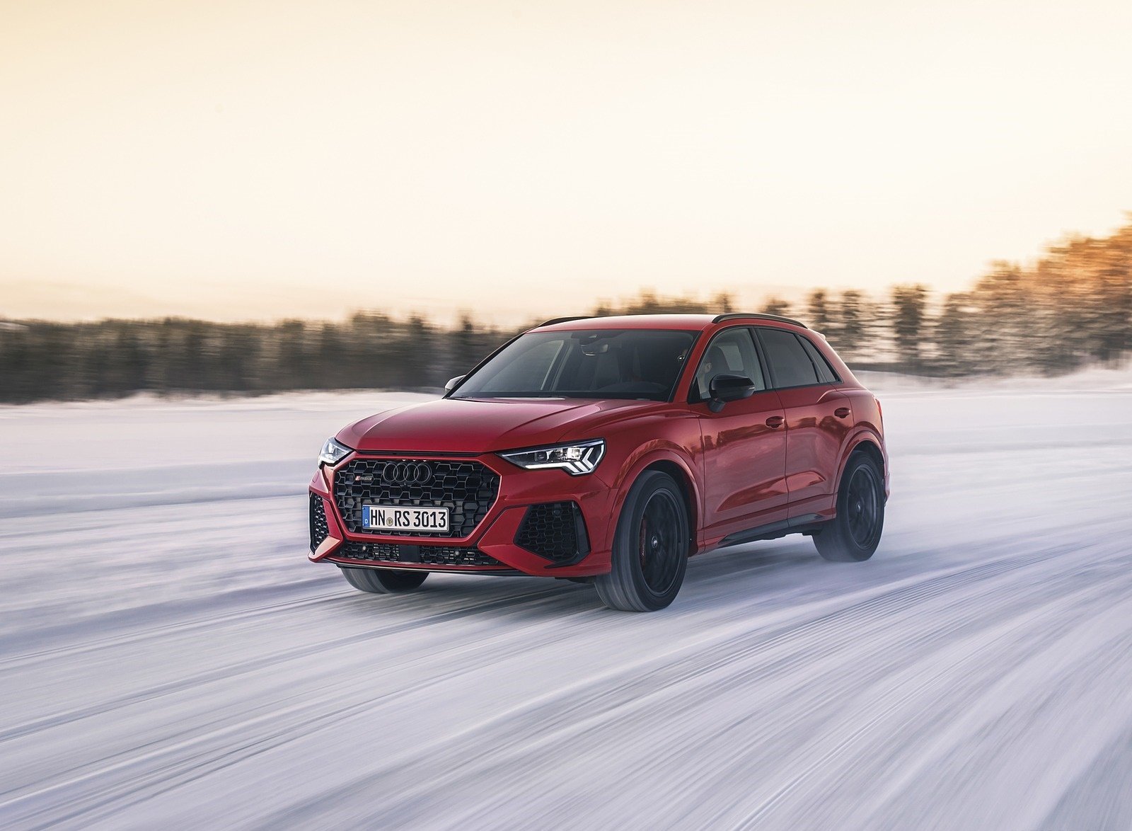 2020 Audi RS Q3 (Color: Tango Red) Front Three-Quarter Wallpapers (4)