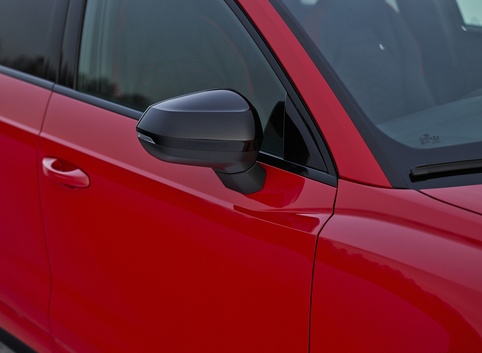 2020 Audi RS Q3 (Color: Tango Red) Mirror Wallpapers #18 of 116
