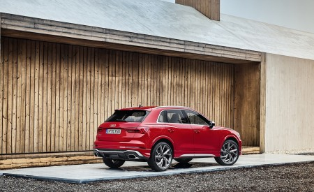 2020 Audi RS Q3 (Color: Tango Red) Rear Three-Quarter Wallpapers 450x275 (61)