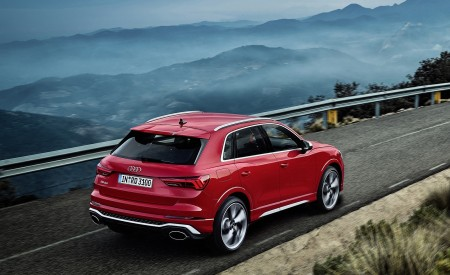 2020 Audi RS Q3 (Color: Tango Red) Rear Three-Quarter Wallpapers 450x275 (55)