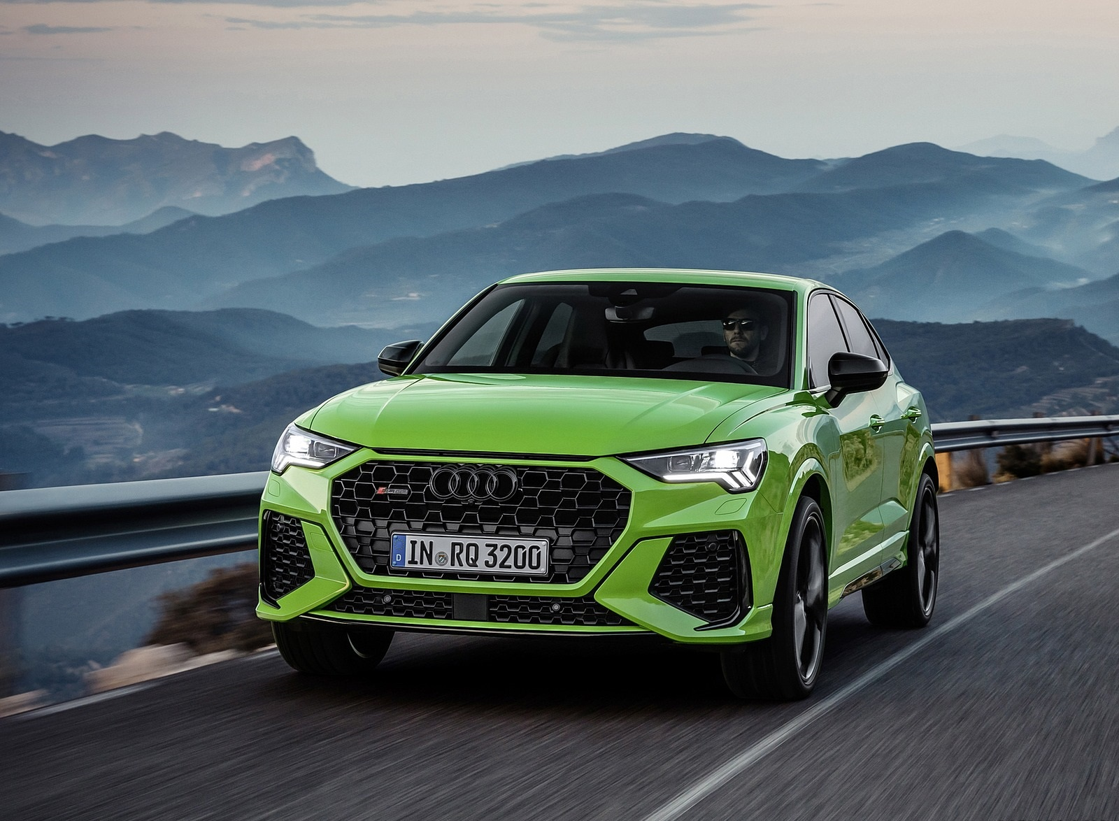 2020 Audi RS Q3 Sportback (Color: Kyalami Green) Front Wallpapers (1)