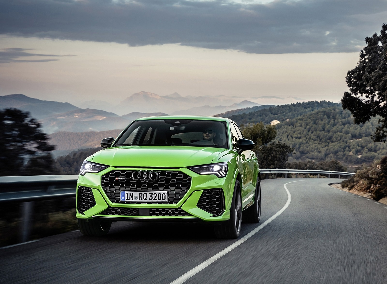 2020 Audi RS Q3 Sportback (Color: Kyalami Green) Front Wallpapers (7)
