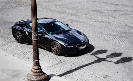 2020 BMW i8 Ultimate Sophisto Edition Front Three-Quarter Wallpapers 450x275 (2)