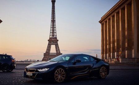 2020 BMW i8 Ultimate Sophisto Edition Front Three-Quarter Wallpapers 450x275 (3)