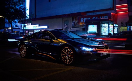 2020 BMW i8 Ultimate Sophisto Edition Front Three-Quarter Wallpapers 450x275 (9)