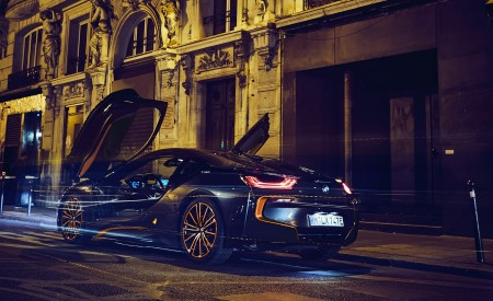2020 BMW i8 Ultimate Sophisto Edition Rear Three-Quarter Wallpapers 450x275 (11)