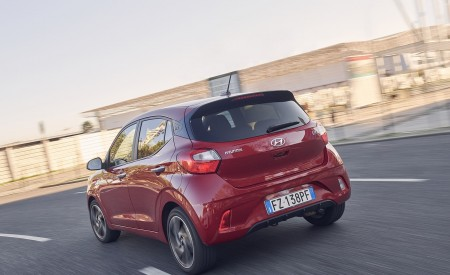2020 Hyundai i10 Rear Three-Quarter Wallpapers 450x275 (20)