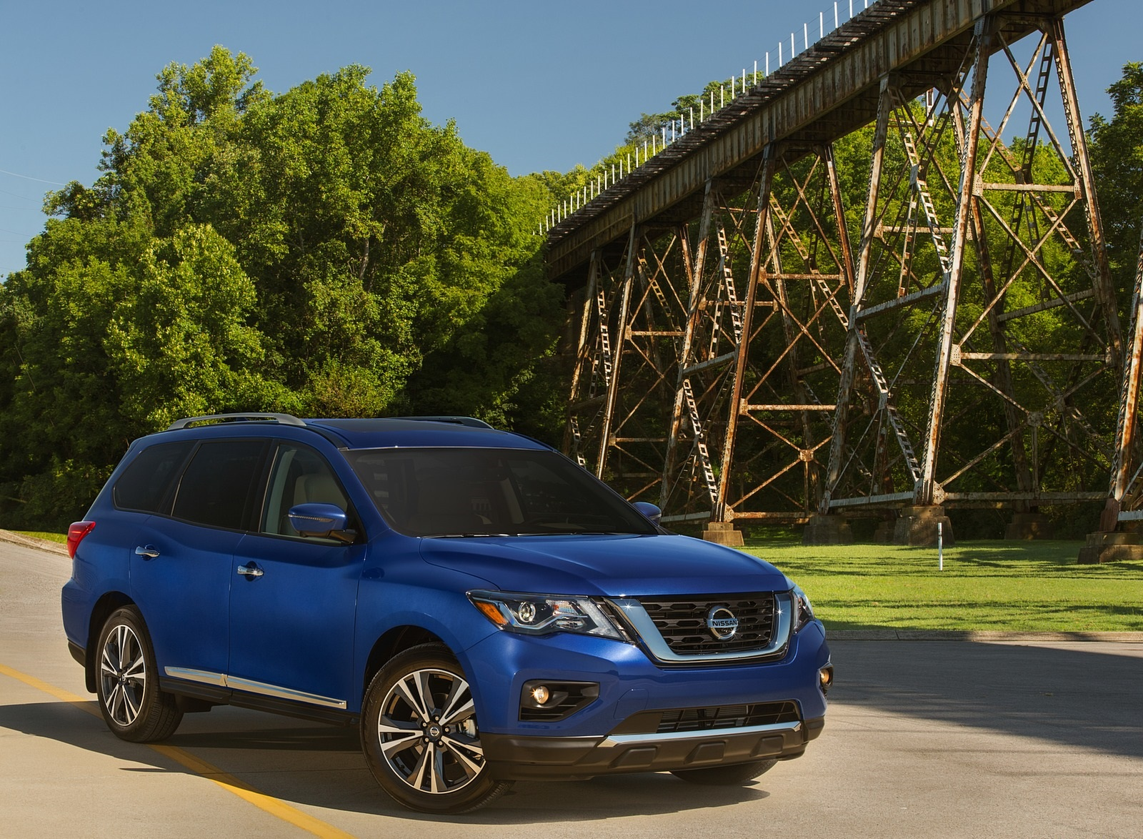 2020 Nissan Pathfinder Platinum 4WD Front Three-Quarter Wallpapers (5)