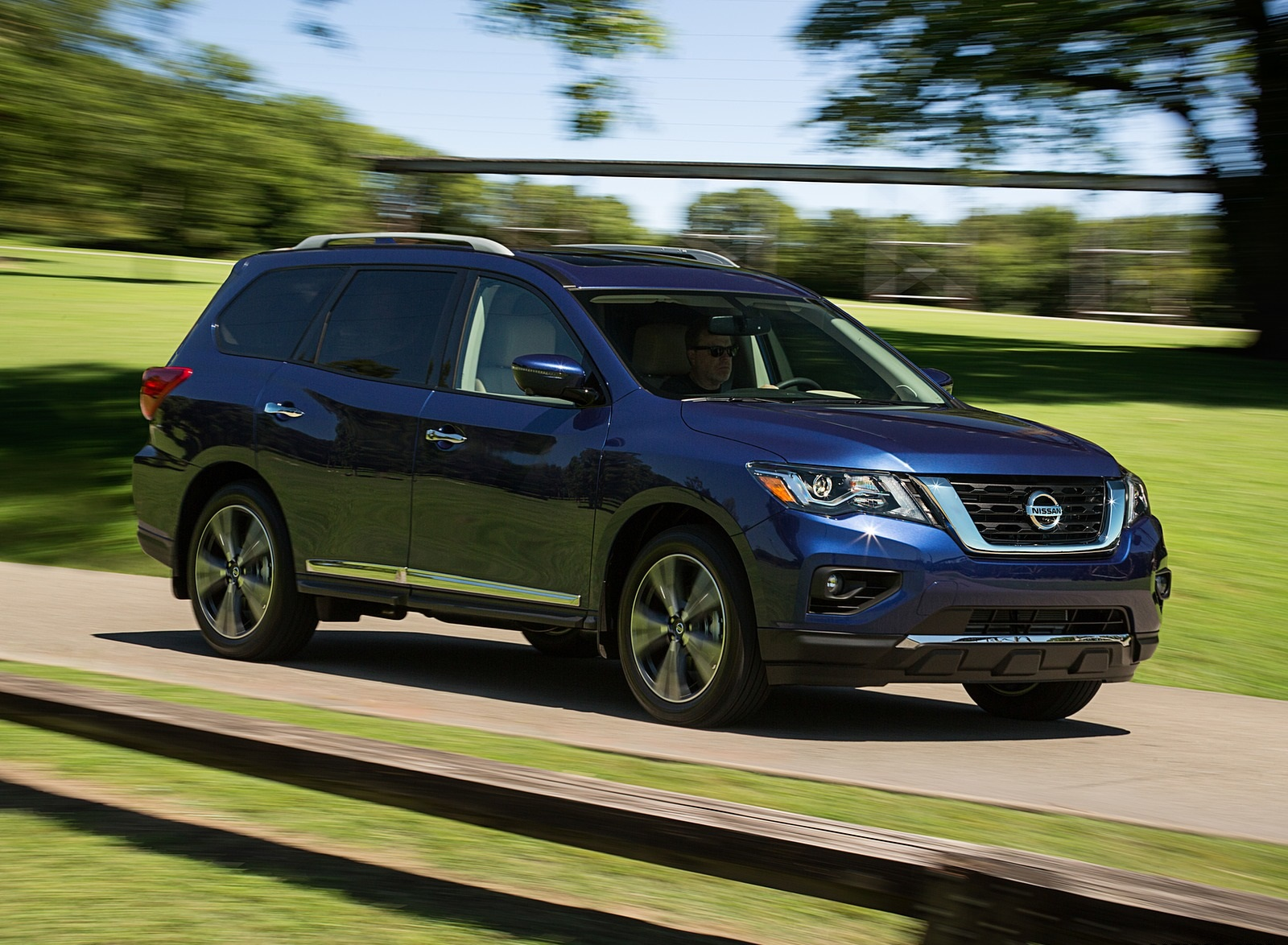 2020 Nissan Pathfinder Platinum 4WD Front Three-Quarter Wallpapers (1)