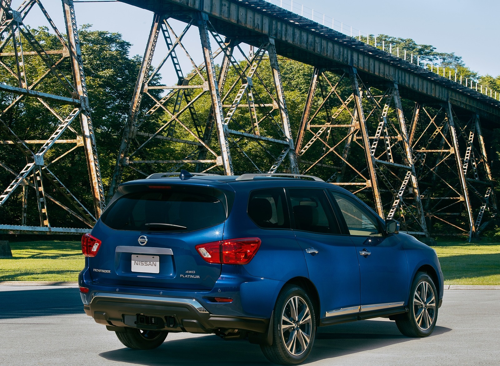 2020 Nissan Pathfinder Platinum 4WD Rear Three-Quarter Wallpapers (8)