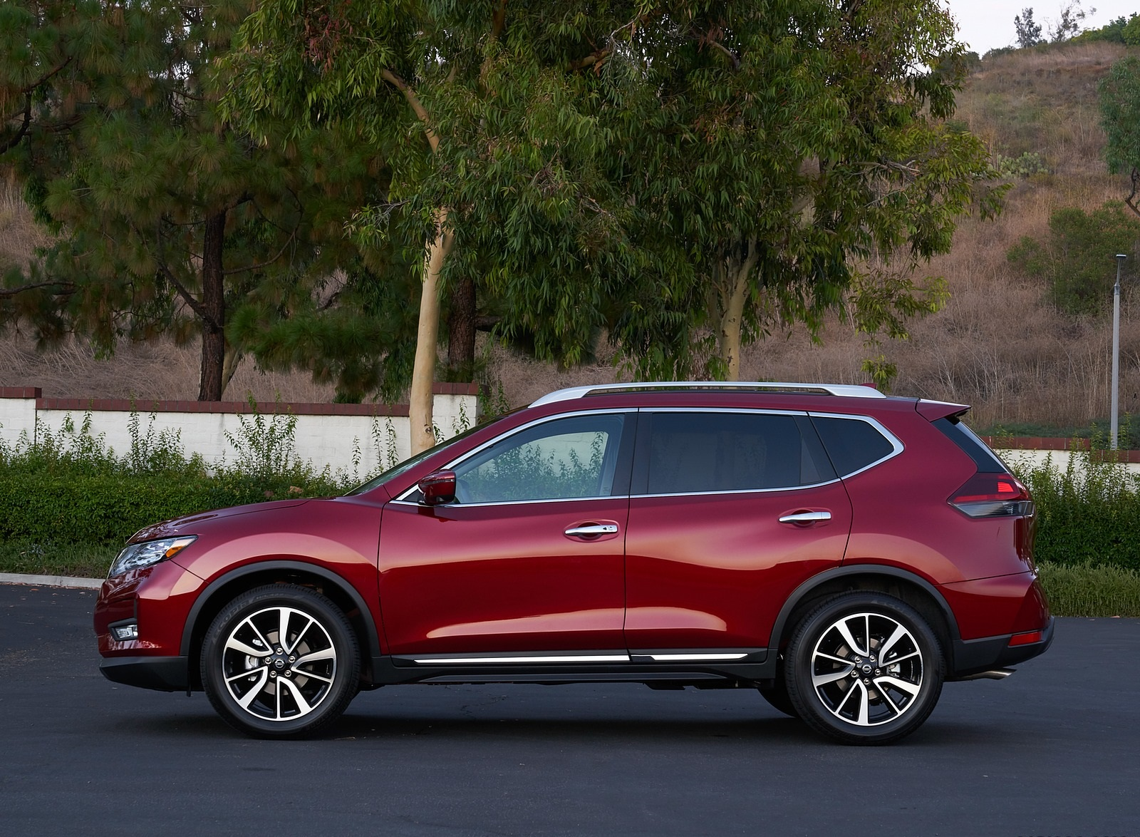 2020 Nissan Rogue Side Wallpapers (5)