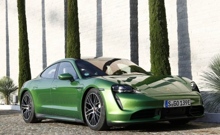 2020 Porsche Taycan Turbo (Color: Mamba Green Metallic) Front Three-Quarter Wallpapers 450x275 (28)