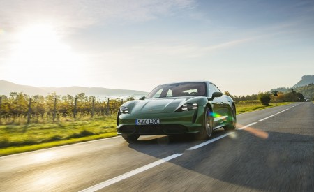 2020 Porsche Taycan Turbo (Color: Mamba Green Metallic) Front Three-Quarter Wallpapers 450x275 (21)